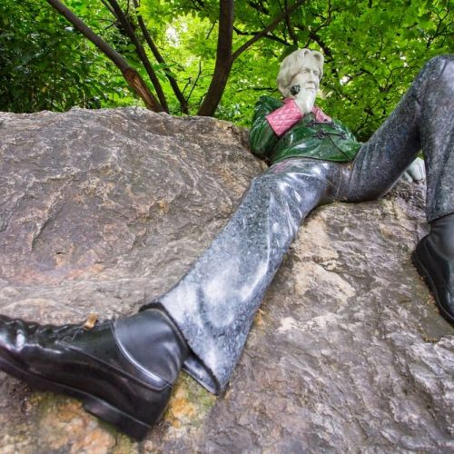 Oscar Wilde Statue Merrion Square in Dublin
